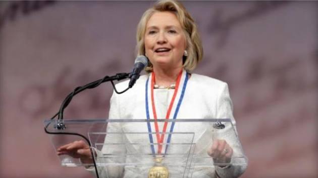 힐러리 로담 클린턴 전 미 국무장관이 화요일(9월10일) 미국 국립헌법센터(NCC)에서 있었던 필라델피아 자유의 메달 시상식에서 수상 후 연설하고 있다.