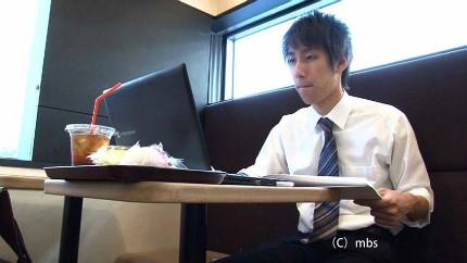 출근 전 카페에서의 창작